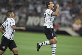 Corinthians does last training before traveling to Quito, and starting lineups train separately see team